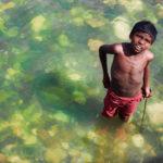 Мальчик в Ганге