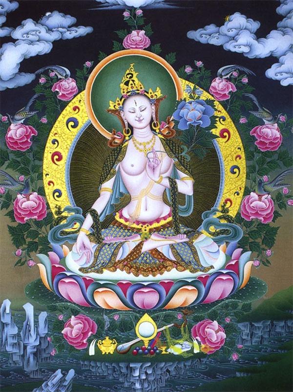 Белая Тара понимается в буддизме как супруга Авалокитшвары. Она одета как бодхисаттва и имеет дополнительные глаза на лбу, ладонях и ступнях. Её правая рука сложена в мудру исполнения желаний (варада мудра), а левая - в мудру учителя (витарка мудра).Говорят, что через тысячу лет после смерти Будды, его мать родилась в форме Тары (белой и зелёной), чтобы принести буддизм в Тибет. (No.7)