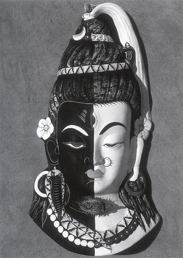 Шива и Парвати, объединенные в единство (Skt., Ardhanarisvara), носят цветы дурмана в своих ушах. (Маска Невари на алтаре дома).